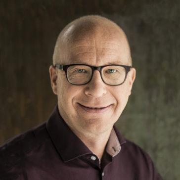 Valmentaja, tietokirjailija Mika Pesonen