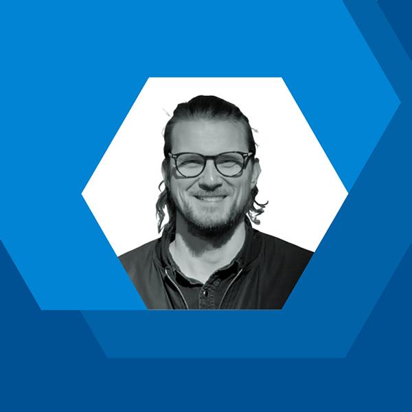 Jarkko Meretniemi, myyvän kirjoittamisen yrittäjä ja kouluttaja